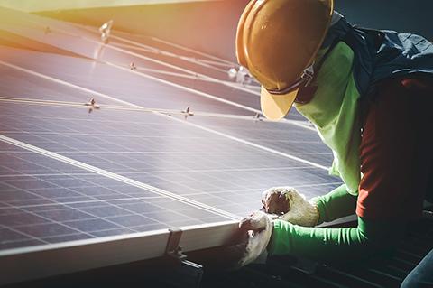 ソーラーパネルの整備イメージ