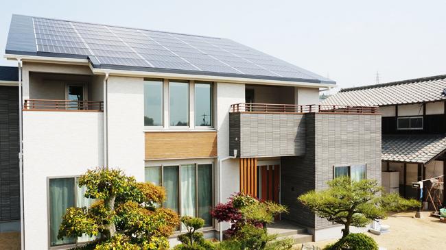 ソーラーパネルを導入した住宅 岡山県